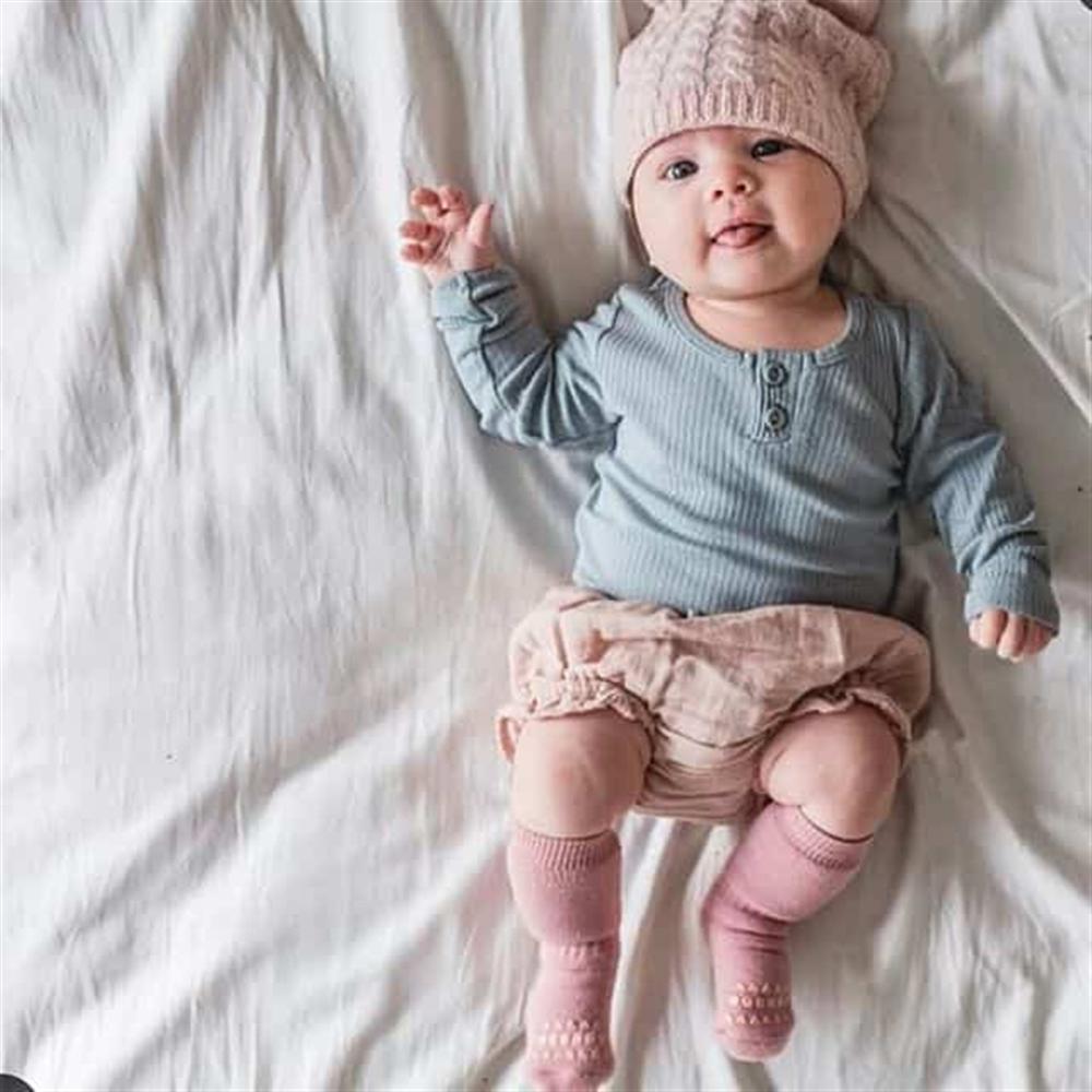 Čarapice za bebe i decu roze boje sa zaštitom na tabanima i prstićima