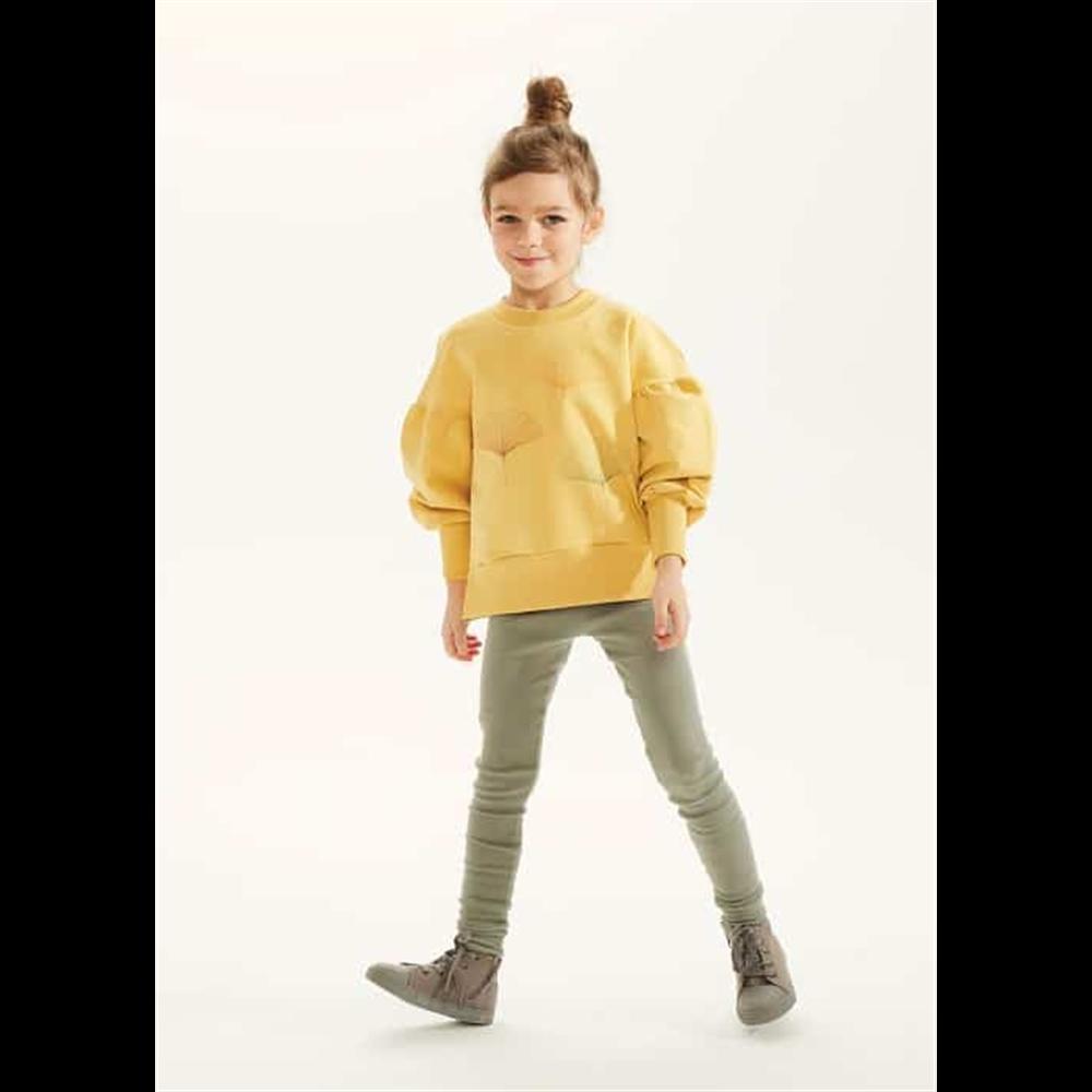 Duks za devojčice nežno žute boje sa stilizovanim listovima biljke ginko i puf rukavima-POSLEDNJI KOMAD