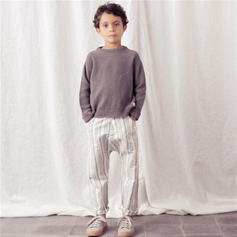 Džemper od pamučnog konca tamno sive boje