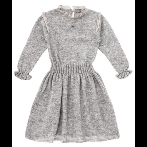 Pletena haljina svetlo sive boje sa čipkom oko vrata