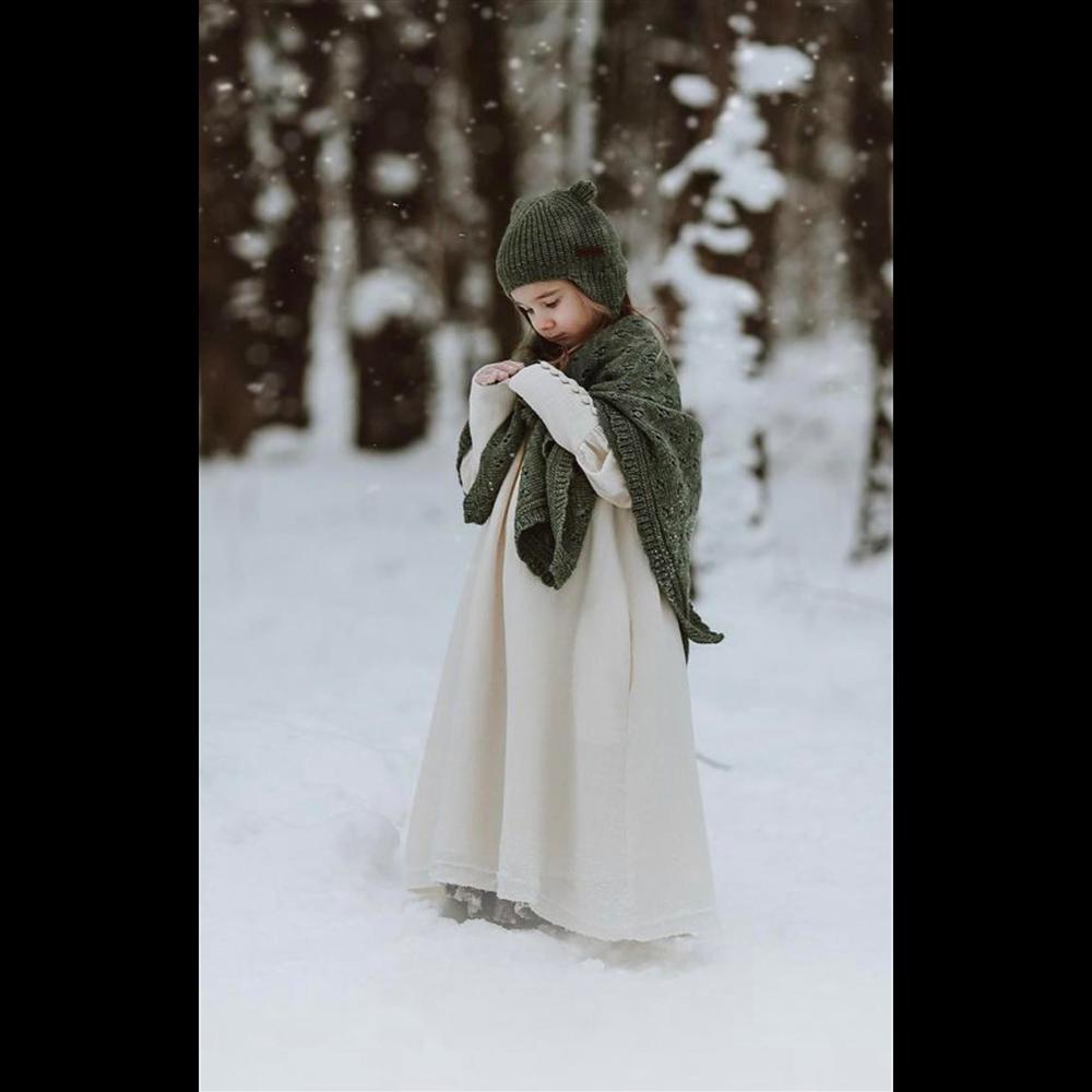 Ćebence sa radom zelene boje od vune za bebe- može se nositi i kao šal