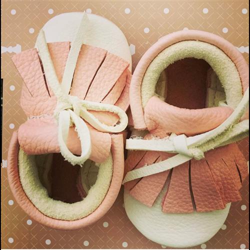 Mokasine za bebe od organski obradjene kože belo-roze boje