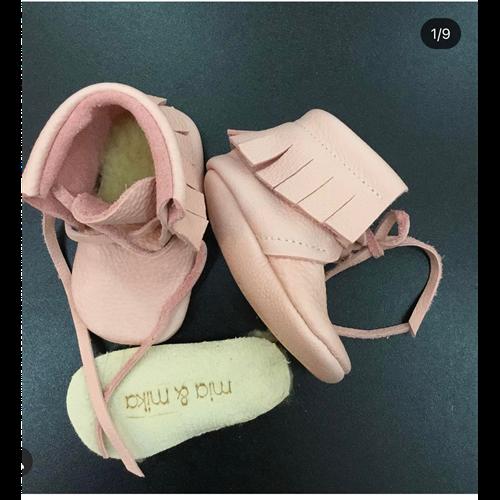 Moksice od organski obradjene kože za bebe roze boje