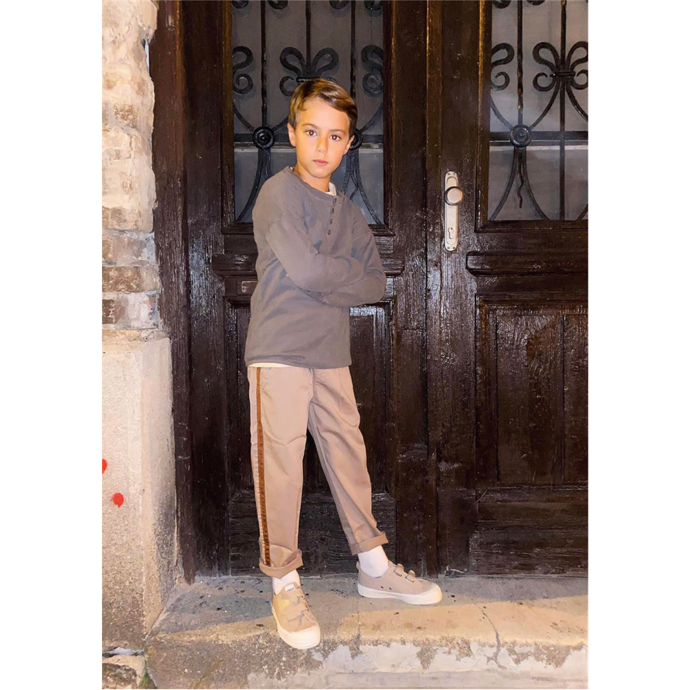 Braon keper/pantalone sa tamno braon prugom sa strane-unisex