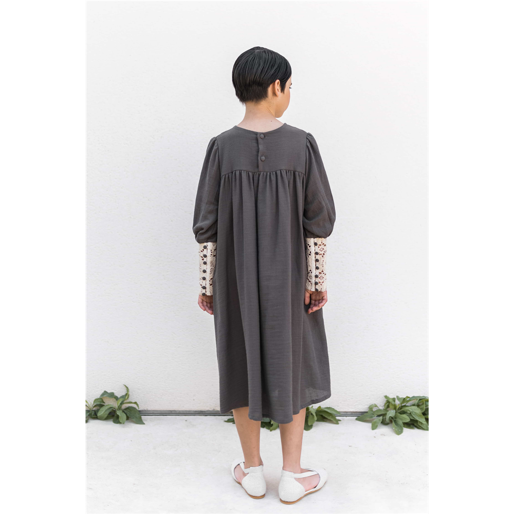 Bela čipka i sivi organski pamuk čini ovu haljinu izuzetnom za jesen i za sve prilike