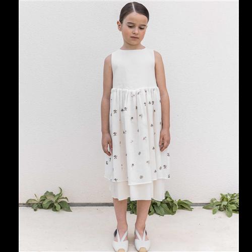Bela haljina sa cvetnim detaljem /prelep kroj/ sa mašnom koja se vezuje pozadi-organski pamuk