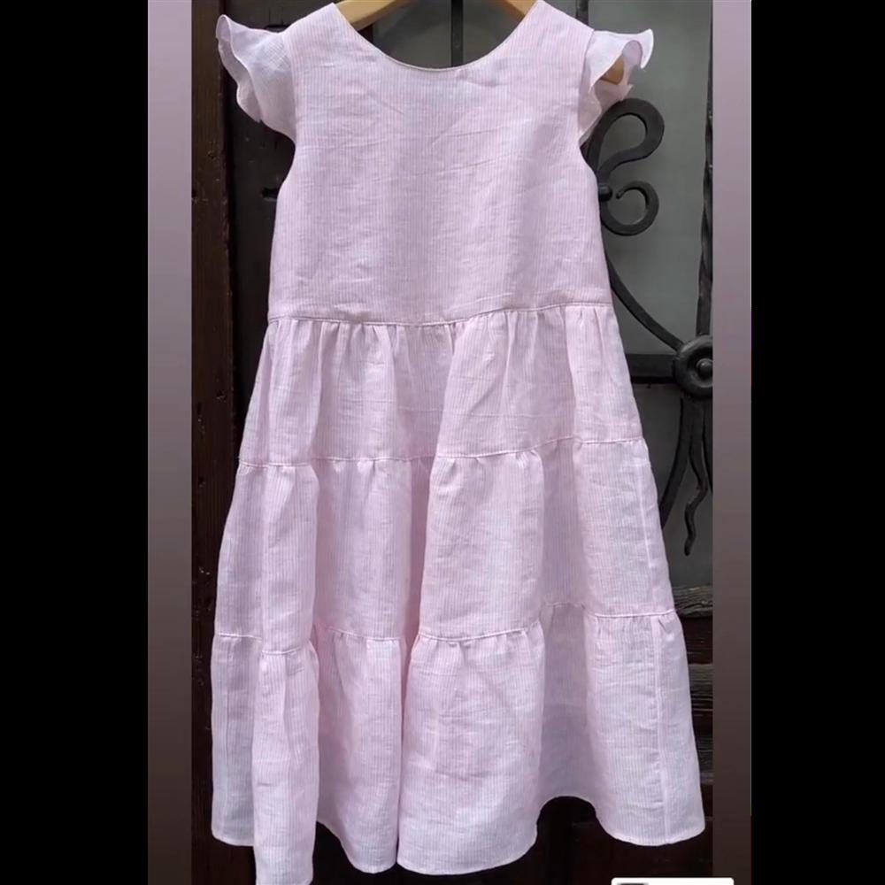 Haljina na belo roze prugice nežna i leprsava