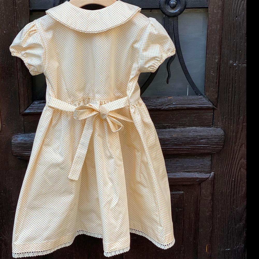 Bela podloga nežno žute tufnice-haljinica romantična sa bubi kragnom i čipkicom pri dnu