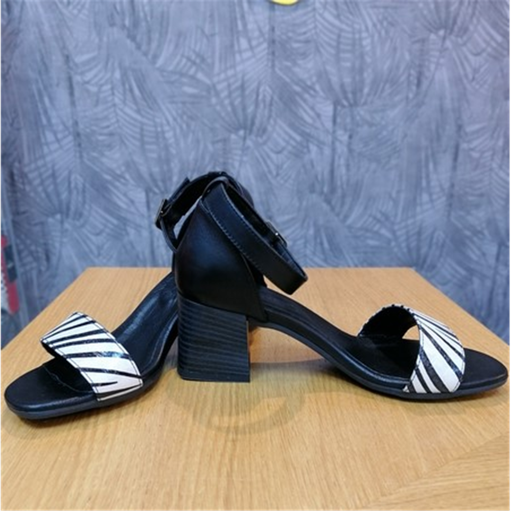 Bueno sandale 20WQ0602 SHINY ZEBRA